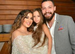 صورة- هكذا استعد محمود حجازي وأسما شريف منير وابنتها للإعصار