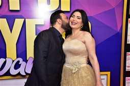 """بالصور- قبلات عبير صبري وزوجها تلفت الأنظار في حفل """"دير جيست"""""""