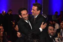 بالصور- صداقة كريم عبد العزيز وأحمد حلمي بعد مرور 20 عاما