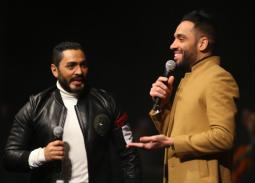 """تامر حسني ورامي جمال يغنيان """"دايب"""" في حفل """"المنارة"""""""