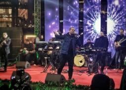 صور- هشام عباس يمتع جمهوره  في حفل ليلة رأس السنة