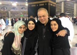 روجينا وأشرف زكي وابنتيهما مايا ومريم