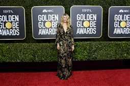 """لورا ديرن تهدي جائزة Golden Globes أفضل ممثلة مساعدة لـ""""محامي الطلاق"""""""