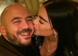 قبلة من أمينة عبد المنعم للعسيلي