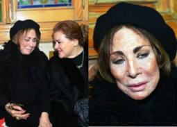 لبنى عبد العزيز تبكي في عزاء ماجدة: محدش بيسأل عليا