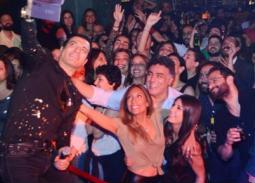 إيهاب توفيق في أول حفل غنائي بعد وفاة والده