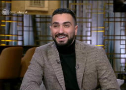 بالفيديو- والدة محمد الشرنوبي تفاجئه على الهواء