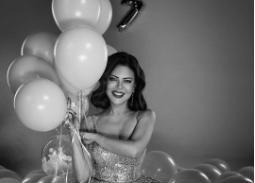 """بالفيديو- كارمن لبس تحتفل بعيد ميلادها الـ57 بالرقص على """"بنت الجيران"""""""