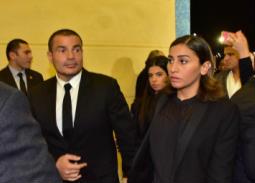 بالصور- عمرو دياب ودينا الشربيني في عزاء مبارك