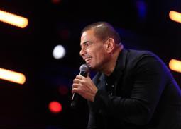 عمرو دياب في مسرح المنارة