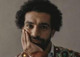 في الحجر المنزلي... محمد صلاح يقرأ كتاب لنجيب محفوظ