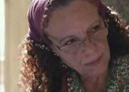 عارفة عبد الرسول تروي تجربة مرض زوجها بالالتهاب الرئوي وحجزه بمستشفى حكومي
