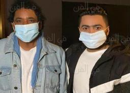 """بالكمامة- محمد منير وتامر حسني في كواليس تسجيل أوبريت """"أنت أقوى"""""""