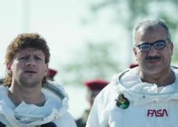 بالفيديو- مداخلة كوميدية بين أحمد مكي وبيومي فؤاد على الهواء