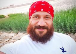 فيديو - بطريقته الخاصة .. أحمد مكي يرد على المهنئين بعيد ميلاده