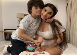 بالصور- قمر تحتفل مع ابنها بعيد ميلادها