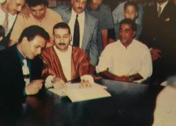 صورة نادرة- أحمد زكي شاهد على عقد قران رانيا محمود ياسين ومحمد رياض