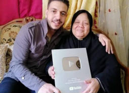 انتقادات واتهامات لابن ماما سناء باستغلال وفاة والدته