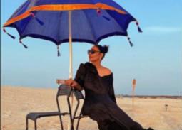 صور- على شاطئ البحر... أحلام تستمتع بإجازتها