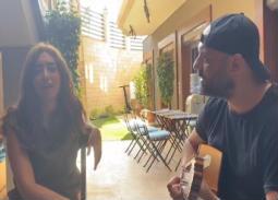فيديو- على جيتار أحمد صلاح حسني... شقيقة أمير كرارة تغني لـ عمرو دياب