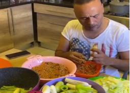 فيديو- من المطبخ... نصيحة محمود عبد المغني لحشو المحشي
