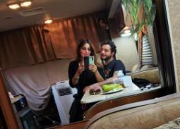 """زوجة أحمد الفيشاوي ترافقه في كواليس """"٣٠ مارس"""""""