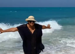 فيديو- هالة صدقي: البحر ده بتاعي أنا بس