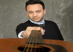 """مصطفى قمر يكشف مقطعا من إحدى أغاني ألبوم """"لمن يهمه الأمر 2"""""""