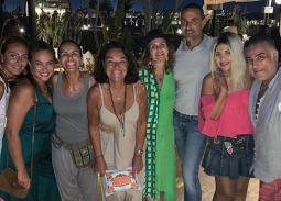 يسرا تستمتع بالصيف في الساحل الشمالي مع هند صبري والأصدقاء