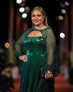 ليلى علوي بفستان أخضر لامع أنيق