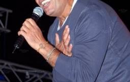 بالصور: عمرو دياب في حفل الجامعة الأمريكية