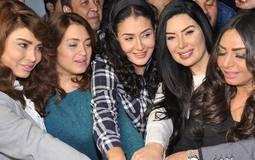 """صور- غادة عبدالرازق ونجمات """"اللي اختشوا ماتوا"""" يفاجئن الجمهور في السينما"""