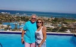 نشرت الإعلامية فاتن موسى صورة مع زوجها الممثل مصطفى فهمي من استمتاعهما بوقتهما في رحلة استجمام بالغردقة.