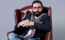 """حوار (في الفن) - هشام منصور: """"آخر الليل"""" مختلف تمامًا عن """"العلم والإيماو"""" .. والتلفزيون تحدياته أكبر من الإنترنت"""