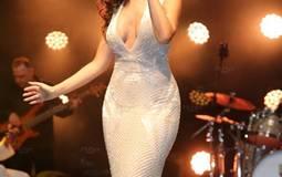 """تألقت ميريام فارس في حفلها لشركة """"بورش"""" في أبوظبي كعادتها بفستان غاية في الأناقة والجاذبية."""