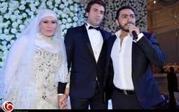 تامر حسني يغني للعروسين