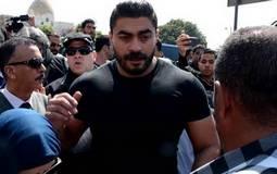 خالد سليم اثناء تشيع جثمان والده