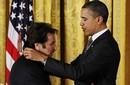 بالصور والفيديو: أوباما يكرم آل باتشينو  بالوسام الوطني للفنون