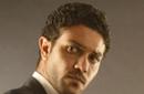 """صورة- آسر ياسين يتحول إلى """"مصاص دماء"""" في ليلة """"الهالوين""""!"""