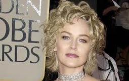 شارون ستون- أثناء حضورها الحفل عام 2003