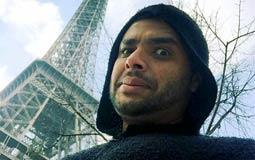 رامي صبري  يتواجد المطرب رامي صبري في العاصمة الفرنسية باريس، ويستمتع بوقته هناك ويقوم بجولة في معالمها السياحية وشوارعها الجميلة، وشارك رامي جمهوره بصورة له من باريس ويظهر خلفه برج إيفل.