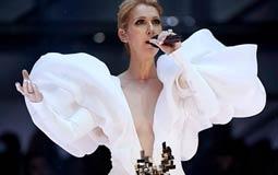 سيلين ديون أنيقة بفستان أبيض رقيق