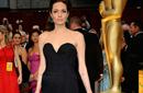 أنجلينا جولي أعلنت في مايو 2013 استئصالها لثدييها خشية الإصابة بمرض السرطان