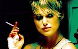 طلبت الممثلة الأمريكية كيرا نايتلي الإستعانة بممثلة بديلة لتأدية مشاهدها العارية في فيلم Domino عام 2005، واشترطت نايتلي أن تكون الممثلة البديلة تمتلك جسدا يشبه جسدها بل أفضل قليلا.