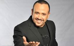 """بالفيديو-  """"إينرجي"""" تفاجئ هشام عباس بالاحتفال بعيد ميلاده في الاستوديو"""