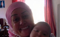 هالة فاخر مع حفيدتها