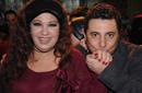 بالصور: محمود الليثي  يطبع قبلة على يد فيفي عبده