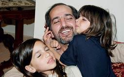 بالفيديو- هشام سليم يتحدث عن علاقته بابنتيه ويوجه رسالة لهما