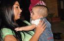 كلوديا حنا مع أحد الاطفال