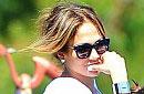 """بالصور: جينفر لوبيز تنزه طفليها التوأم بـ """"ديزني لاند"""""""